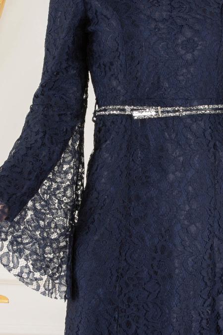Nayla Collection -Kemer Detaylı Dantelli Lacivert Tesettür Abiye Elbise 100406L